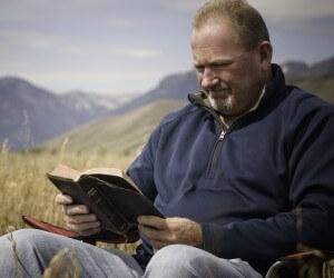 Man-reading-Bible-in-wheat-field.jpg