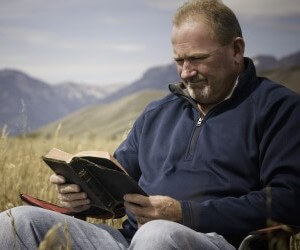 Man-reading-Bible-in-wheat-field.jpg