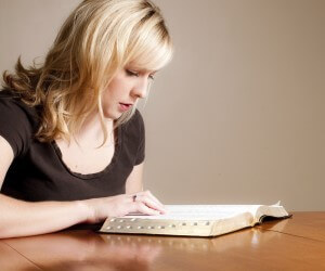 Woman-studying-Bible.jpg